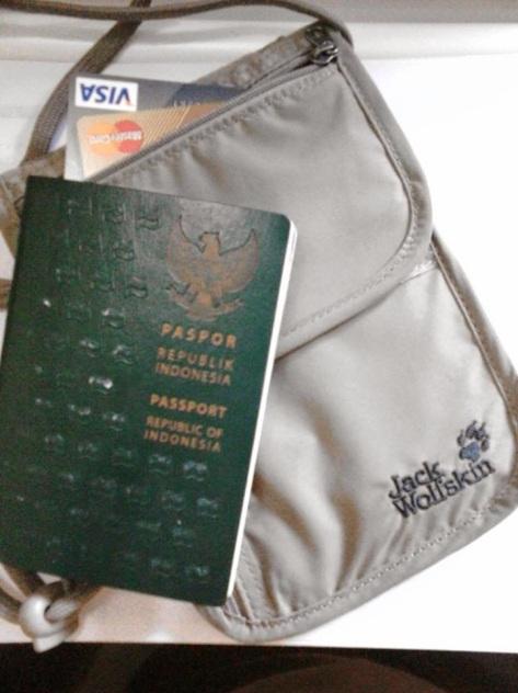 Mengamankan Paspor